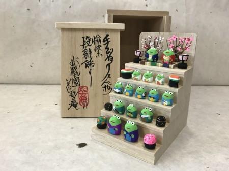 ミニミニ雛段飾り 蛙バージョン