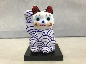8号サイズ  和柄招き猫 「青海波」 紫 右手挙げ